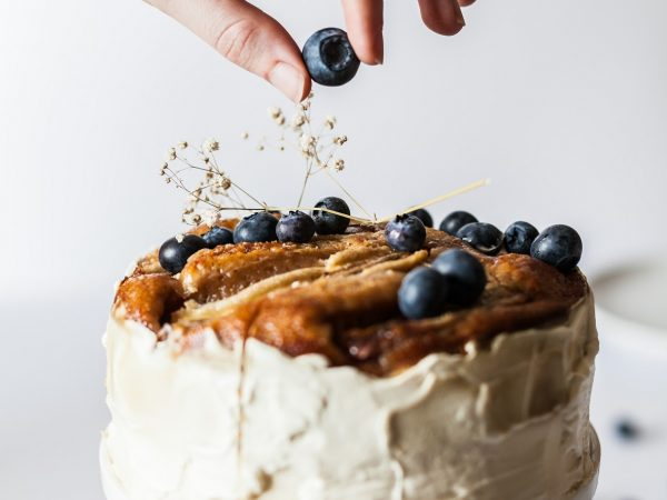 Blueberry cake with vanilla frosting